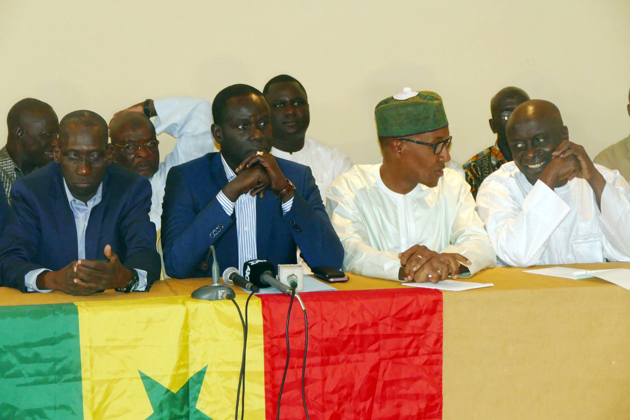 Le Front pour la Défense du Sénégal / Mànkoo Wattu Senegaal est une plateforme qui est composée de partis politiques, de groupe de partis politiques, de mouvements citoyens, de syndicats et personnalités indépendantes.