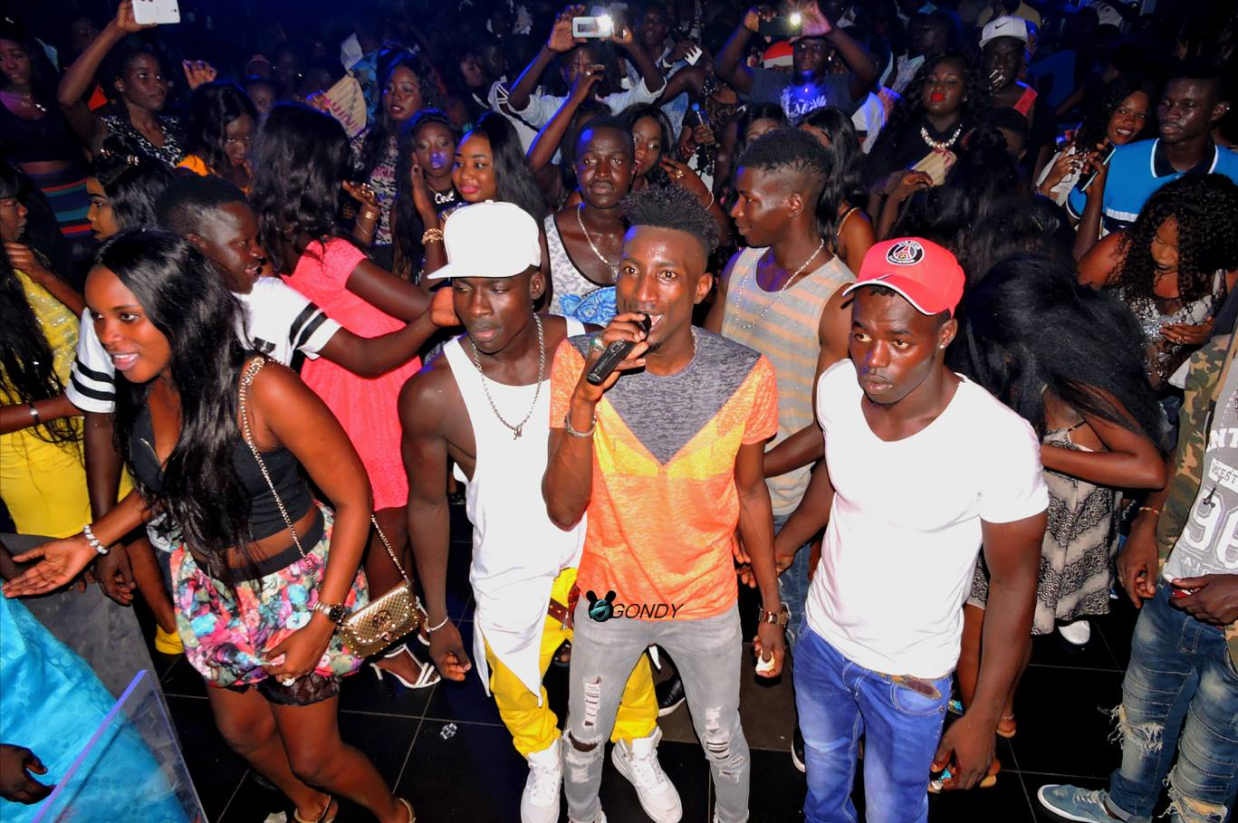 Photos - El Hadj Keïta fait guichet fermé au Bloowy Night !