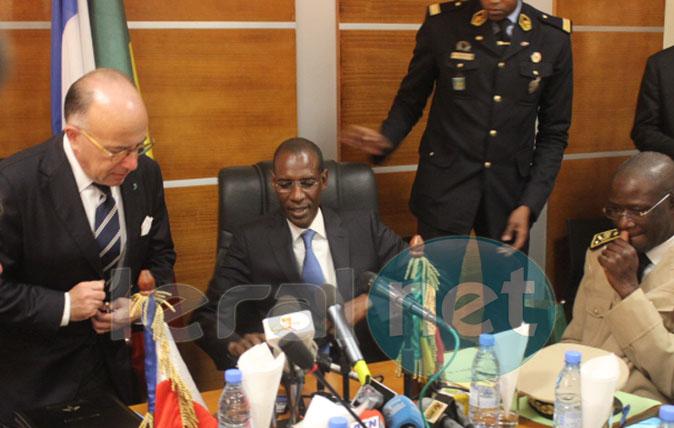 Le ministre de l'Intérieur et de la sécurité publique, Abdoulaye Daouda Diallo a reçu a reçu son homologue français Bernard Cazeneuve dans le cadre de la coopération bilatérale entre le Sénégal et la France.