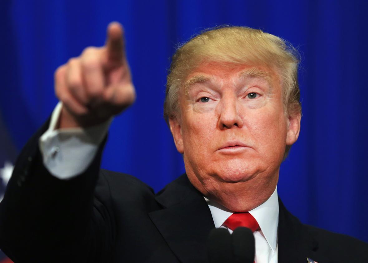 """Donald Trump menace son rivale, Hillary Clinton: """"Si j'étais en charge de la justice, vous seriez en prison"""""""