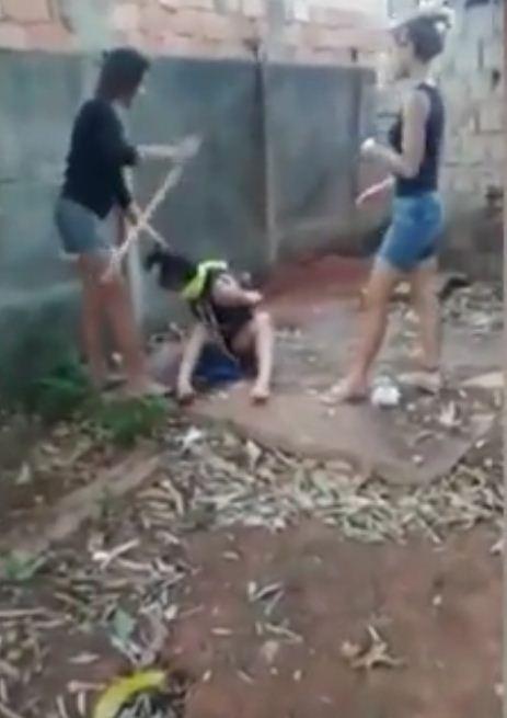Quatre jeunes filles torturent une rivale amoureuse durant plus de 4 heures et creusent sa tombe