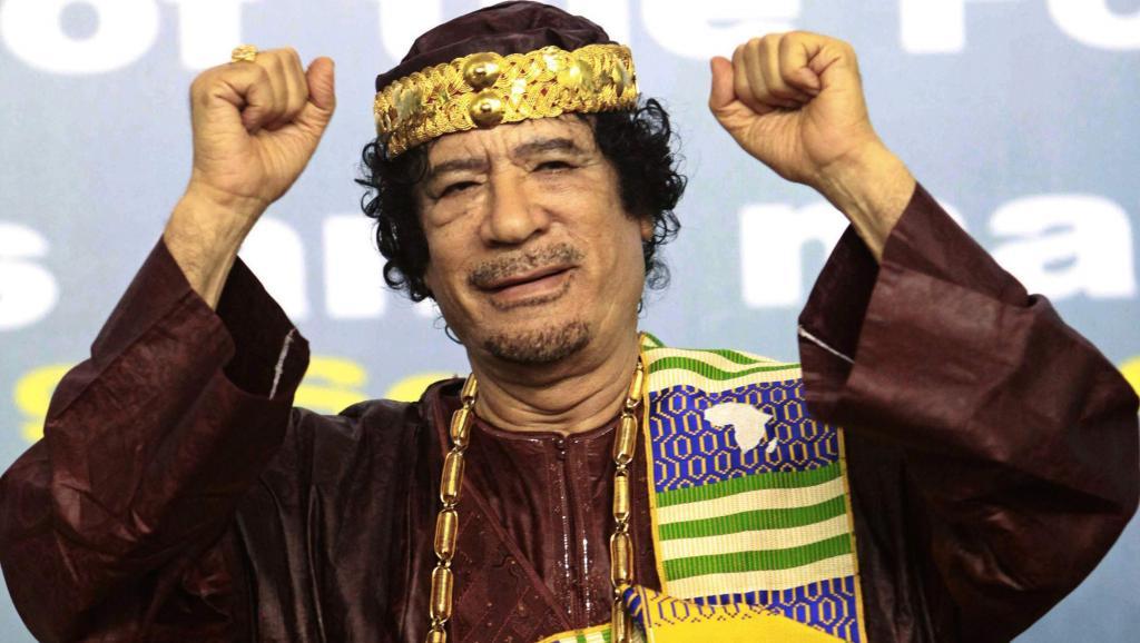 Mouammar Kadhafi en 2010 à Tripoli lors de l'ouverture du forum des rois, sultans, émirs, cheikhs et leaders traditionnels africains. © Reuters