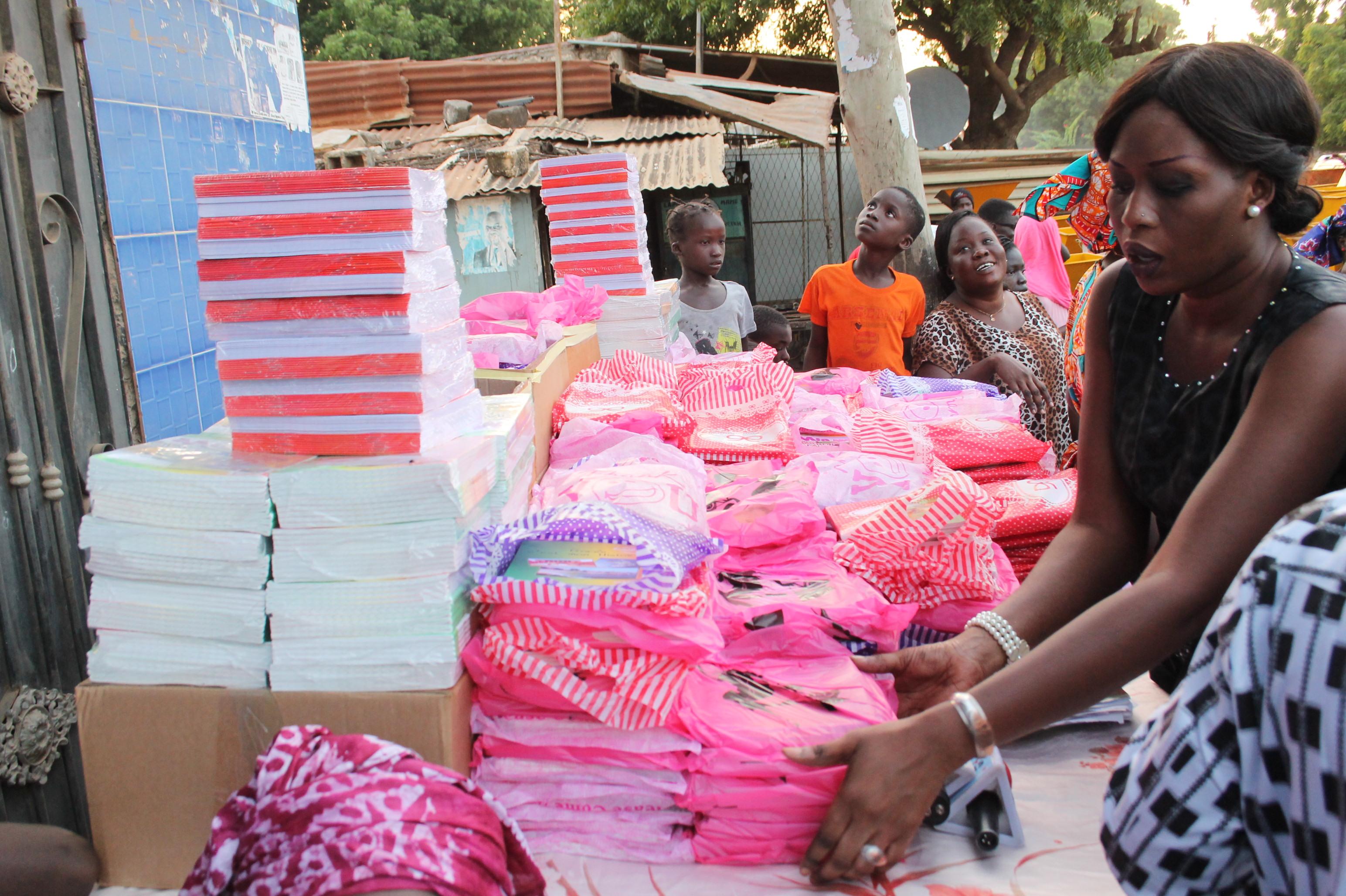 El Malick Seck offre 50.000 cahiers aux établissements scolaires de la circonscription de Thiès-Ville