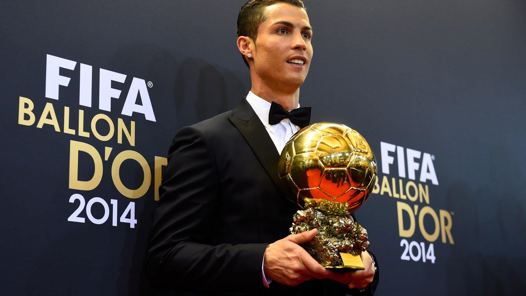 CR7, qui a remporté la Ligue des champions avec le Real Madrid au printemps puis l'Euro-2016 avec le Portugal cet été, fait figure d'archi-favori pour un quatrième sacre et succéder au tenant du titre et quintuple Ballon d'Or, Lionel Messi.