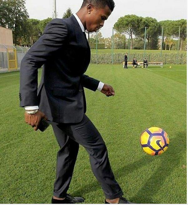 Diao Baldé Keita sur son 31... et joue au ballon rond!!!