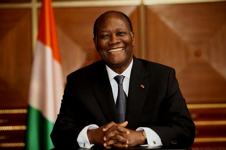 Si Alassane Ouattara estime que cette nouvelle Constitution permettrait de « tourner définitivement la page des crises », l'opposition, qui appelle au boycott du scrutin, estime qu'il s'agit d'un projet « anachronique » et « monarchique ».