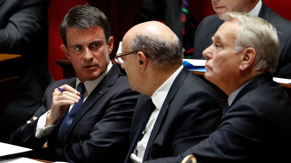 """""""Laissez tomber votre téléphone"""": Valls recadre sèchement Le Guen"""
