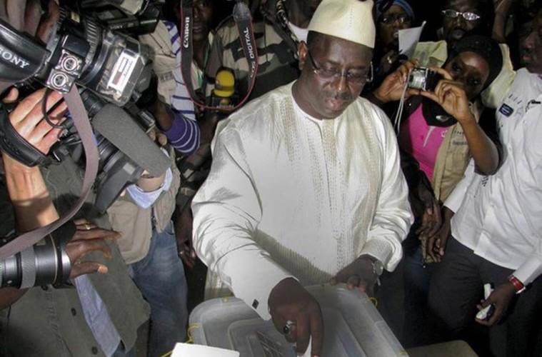 Le président de la République du Sénégal, Macky Sall trouve le débat sur la date de la tenue des élections absurde, puisque, selon le Chef de l'Etat, il y a un «agenda et un calendrier républicain».