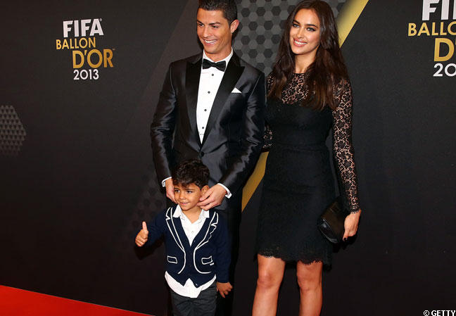 Cristiano Ronaldo (ici en compagnie de son fils) a prolongé son contrat avec le Real.