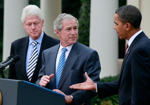 Barack Obama, Bill Clinton et George W Bush, des ex présidents des Etats Unis.