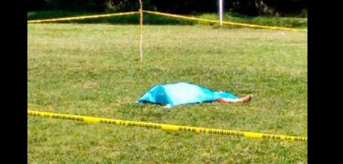 Un footballeur tue un arbitre en plein match