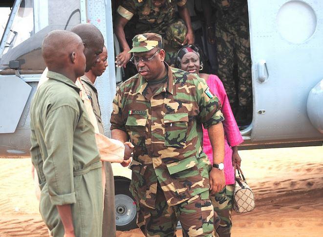 """Le chef de l'Etat, Macky Sall s'est déclaré entièrement satisfait de l'action des forces de défense et de sécurité, lors de la célébration de l'édition 2016 sur le thème """"La contribution des forces armées sénégalaises dans la protection de l'environnement""""."""
