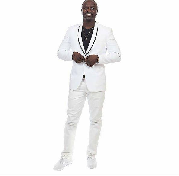 Akon Alioune Badara Thiam, bien sapé en noir et blanc !!!