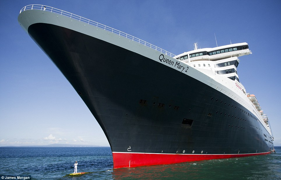 """Le navire """"Queen Mary 2"""" en traversée"""