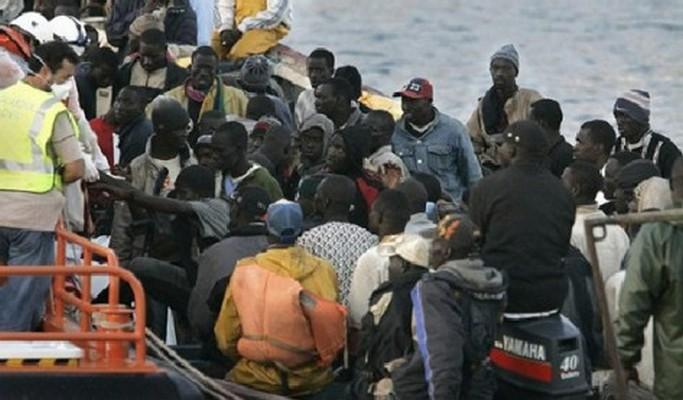Le Sénégal a accueilli plus de (1.000) migrants, dont 318 Sénégalais, rapatriés de la Lybie et de l'Algérie en plus d'expulser du territoire national 685 étrangers. Elle a en outre reconduit vers leur pays d'origine quatre (04) individus dont deux ressortissants Italiens, un Français et un Nigérian.
