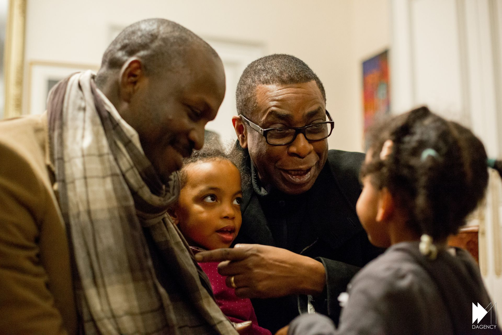Youssou Ndour partage son expérience d'entrepreneur en Afrique lors du Give1talk organisé à la mairie du VX de Paris (images)