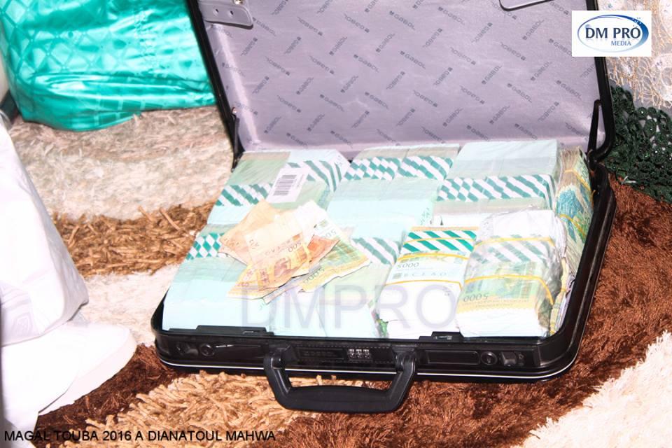 Photos : des mallettes pleines de billets de banque en guise de «Adiya» des Thiantacounes à Cheikh Bethio