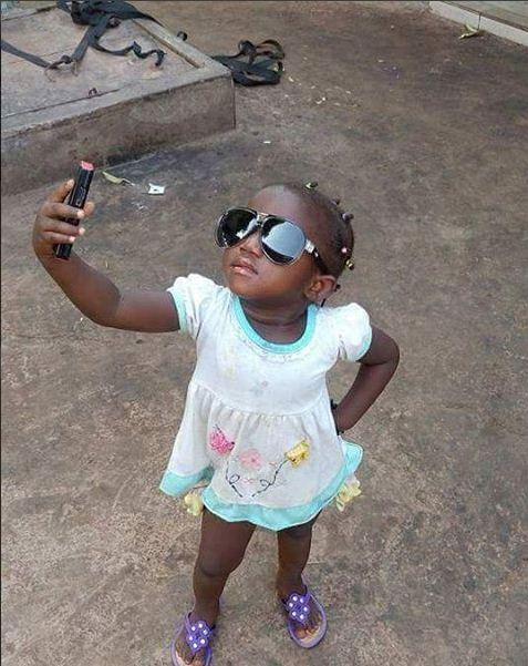 Regardez, Bébé fait son selfie