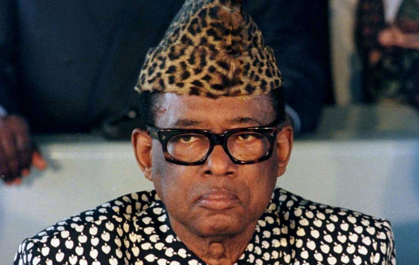 Le Marechal Mobutu Sese Seko toujours paré de sa toge de léopard