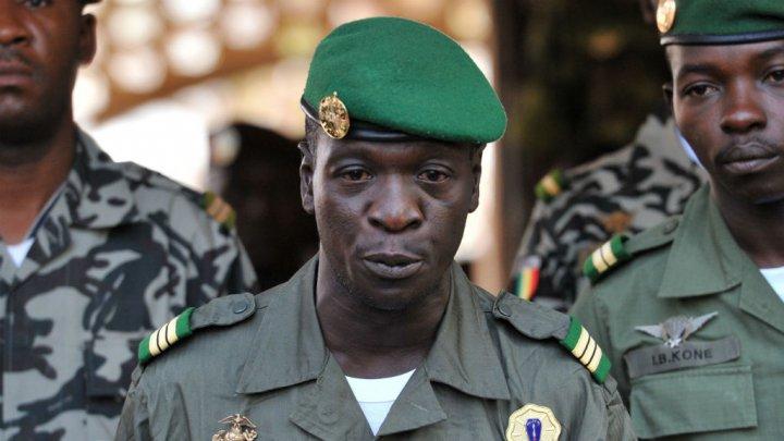 © Archives AFP | Le général Amadou Sanogo dans le camp militaire de Kati, le 2 avril 2012, peu après sa prise de pouvoir.
