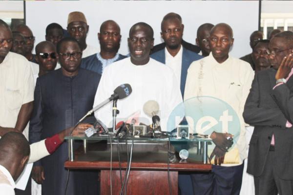 Audience  Palais: Decroix et des leaders de Macko Wattu  Senegaal chez Macky