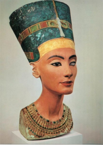 Parures de cou : l'héritage de Nefertiti