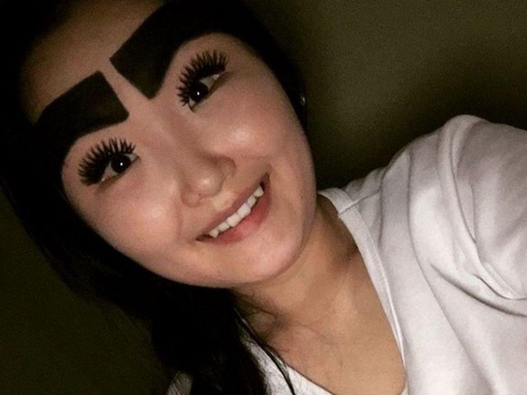 Incroyable :Cette jeune femme lance la mode des gros sourcils!