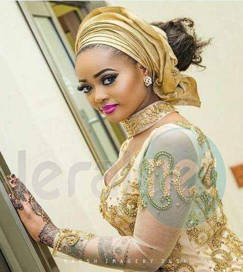 Appréciez la beauté de cette Dame!!!!