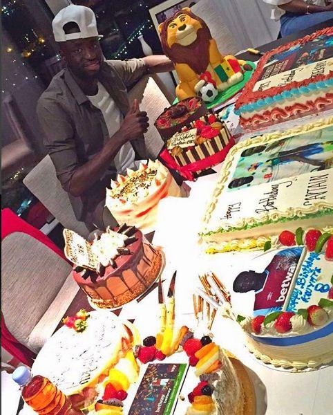 Cheikhou Kouyaté, le capitaine des Lions du football fêtait son anniversaire hier 21 décembre, bon anniversaire Gaîndé!!!