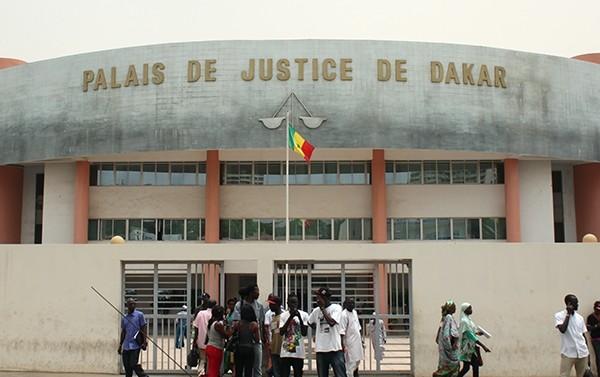 Escroquerie: Le faux marabout Saliou Ndiaye faisait croire à ses clientes qu'il les soignait avec leurs bijoux en or