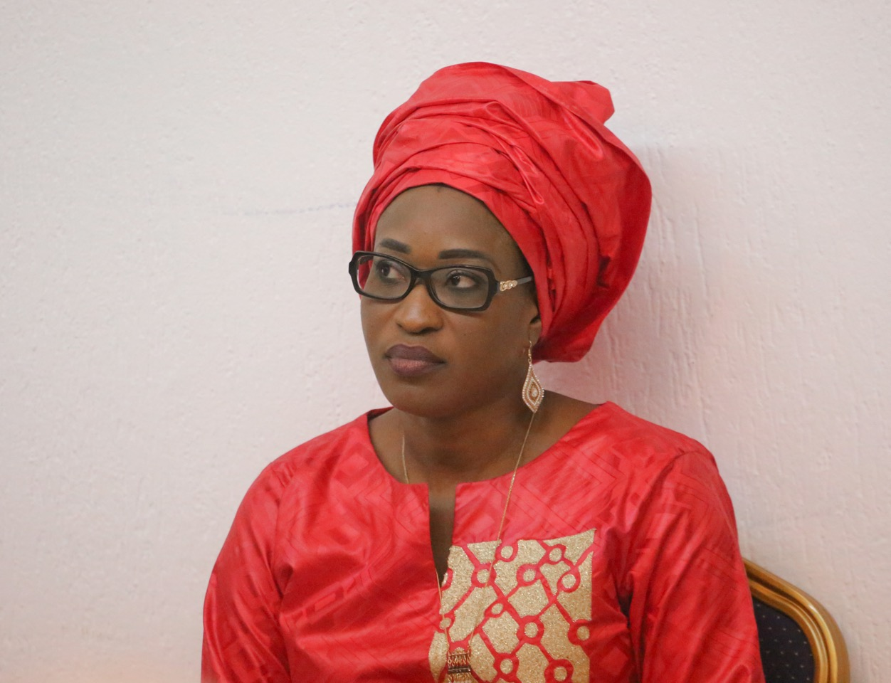 6 PHOTOS : la belle Zahra Iyane Thiam Diop très classe en rouge, regardez