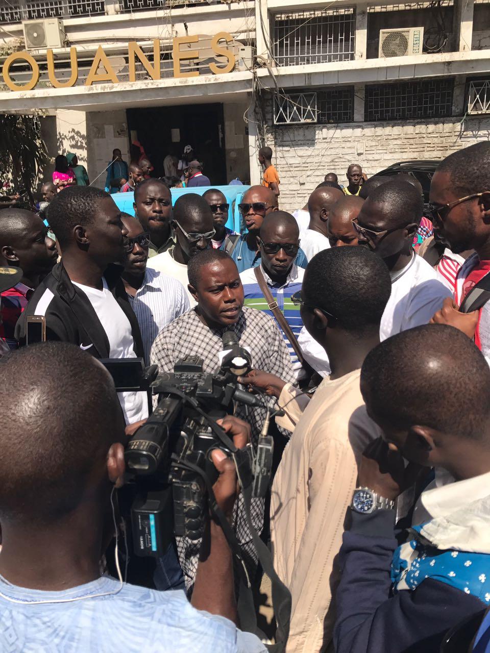 Photos-Marche : Les transitaires en colère contre le commandant de la Douane