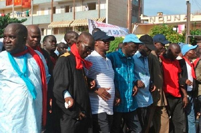 Des leaders du FPDR lors d'une marche de l'oposition