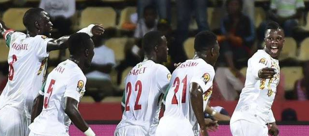 """CAN 2017: Les """"Lions"""" reçoivent 206.900.000 F Cfa de primes, leurs épouses invitées en cas de qualification à la finale"""