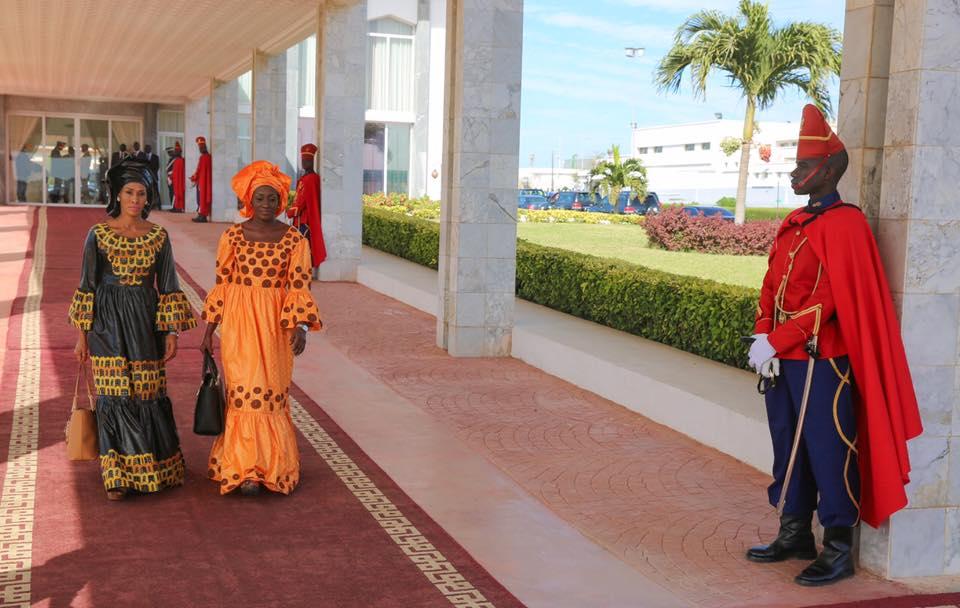 Les deux femmes d'Adama Barrow en route pour la Gambie