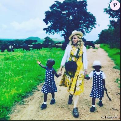 Madonna maman : La star présente les jumelles qu'elle a adoptées au Malawi