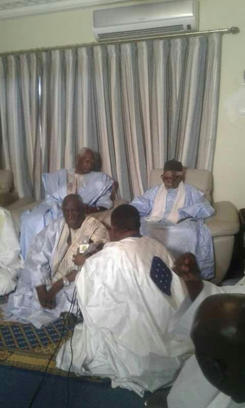 Abdou Diouf a rendu visite Serigne Sidy Moktar Mbacké, le Khalif Général des Mourides (photos)
