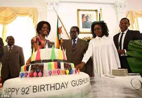 Zimbabwe: un anniversaire pour les 93 ans de Mugabe, à coup de millions !