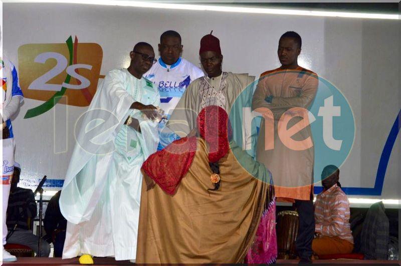 L'artiste Papa Diouf et les lutteurs: Boye Niang, Gouy Gui, Khadim Ndiaye et Lac de Guier sur scène en quelques clichés