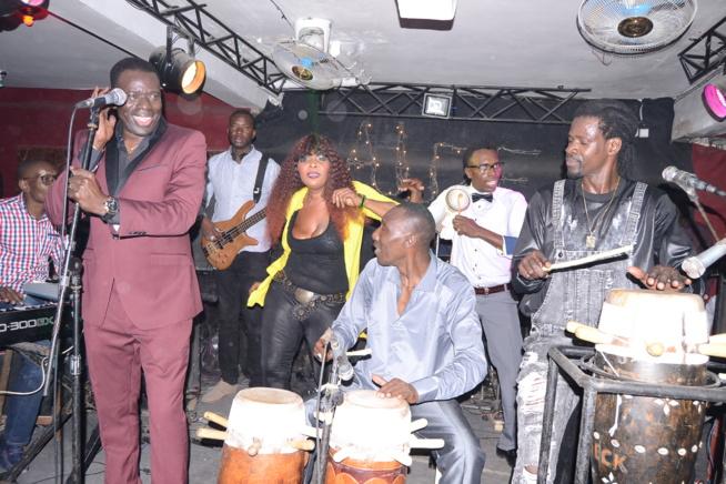 Assane Ndiaye chauffe l'Alize club. Regardez les images