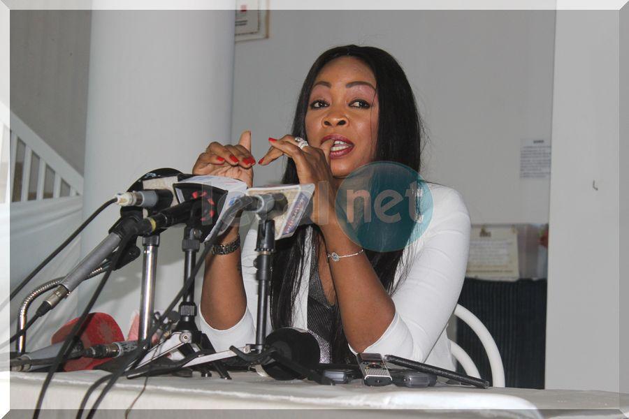 Vidéo: La conférence de presse de la chanteuse Aby Ndour, membre du bureau politique du parti socialiste