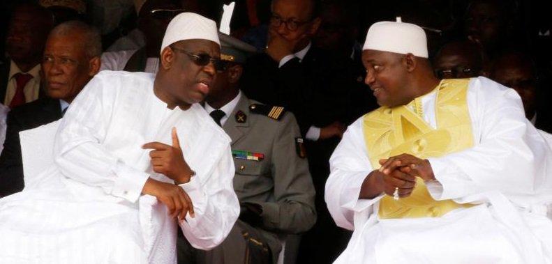 Cadeaux à la Gambie: Macky offre  à Barrow des voitures de luxe et des motos...