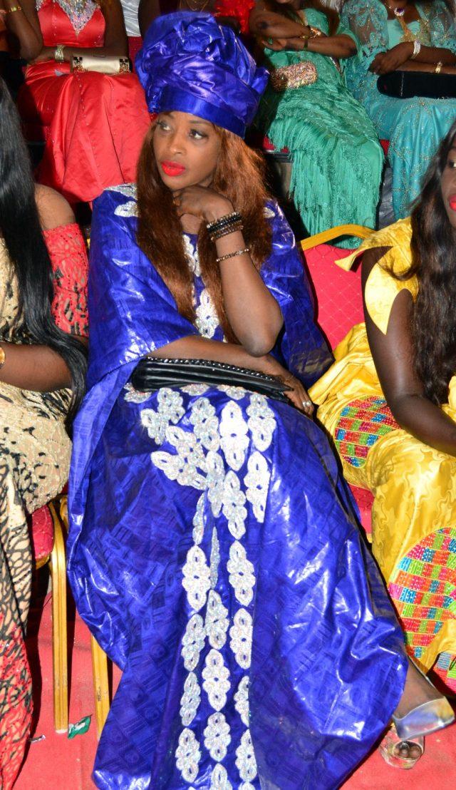 Ndèye Guèye, chérie Boy Jinné en bleu de chauffe