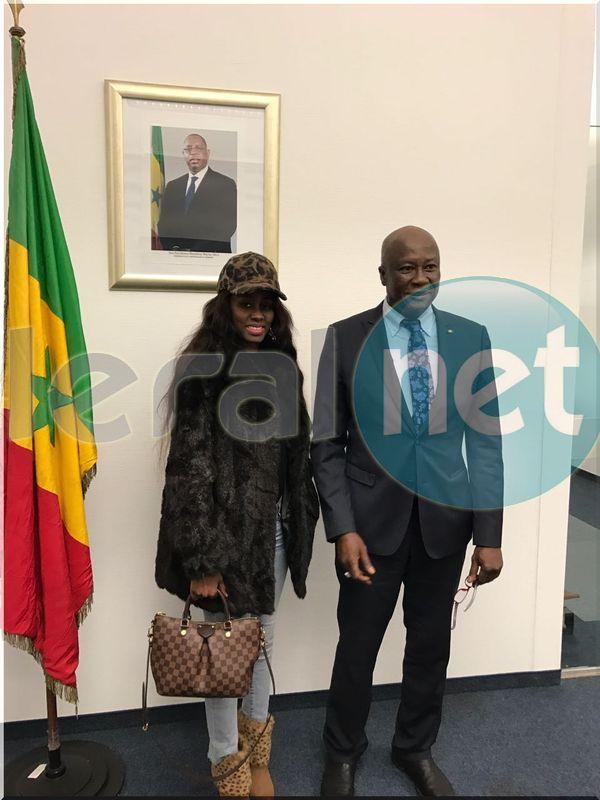 Photos- Queen Biz en tournée européenne, elle passe chez l'ambassadeur du Sénégal en Allemagne!!!