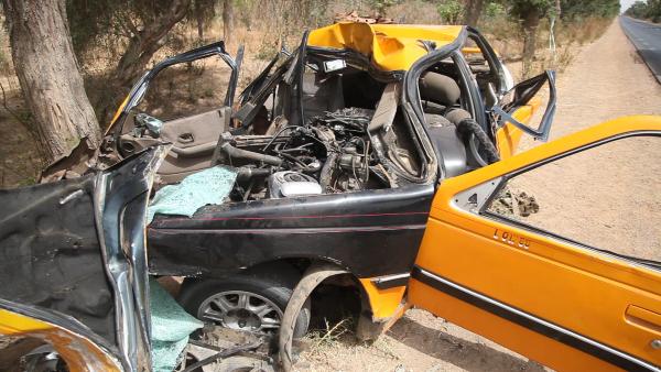 La carcasse du taxi accidenté