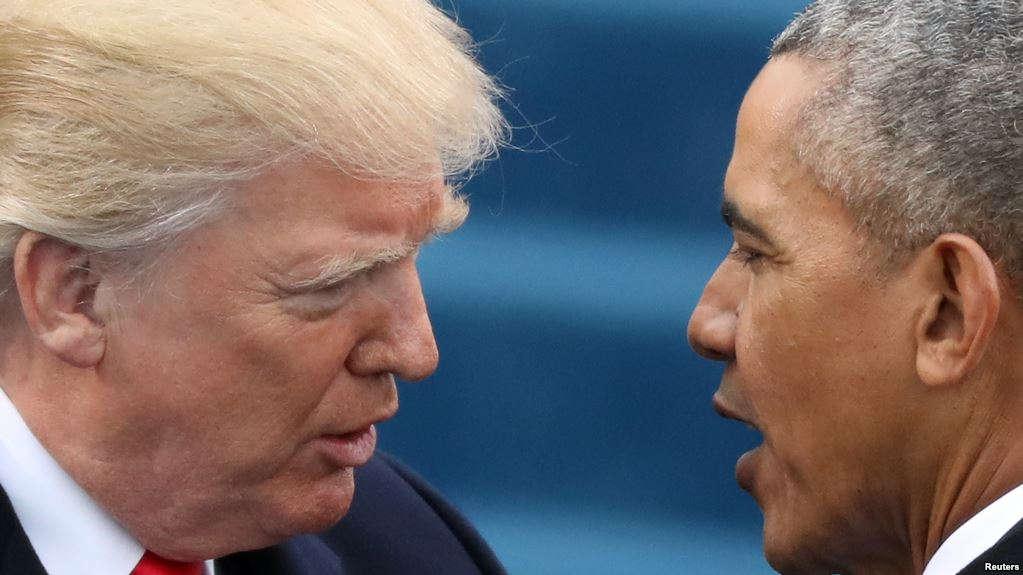 Le président américain Barack Obama, à droite, salue le président Donald Trump leur de son investiture à Washington D.C., le 20 janvier 2017.