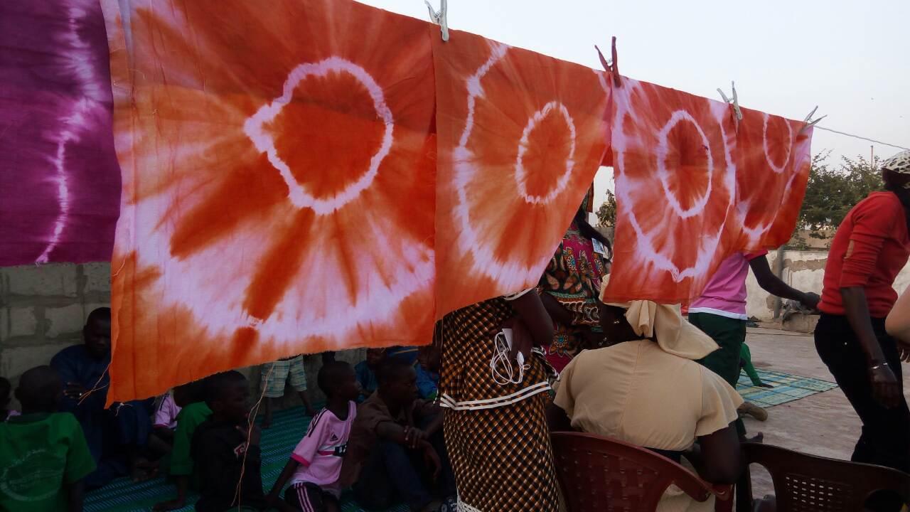 Photos-Activités de création manuelle pour les talibés Petites Gouttes