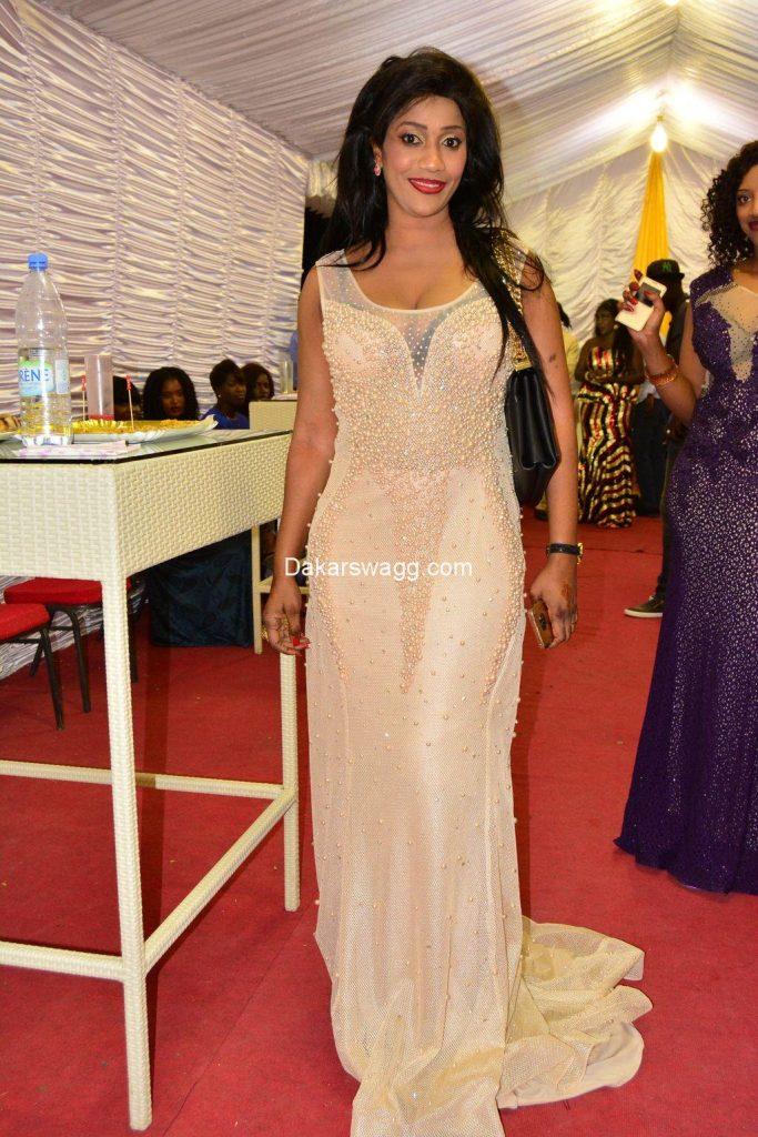 (12 Photos) Admirez Bébé Basse, l'épouse du chanteur Pape Diouf toute belle dans sa magnifique robe !
