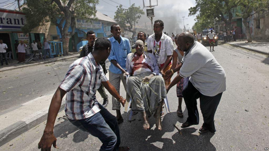En images : attentats à la voiture piégée en Somalie le 13 mars 2017