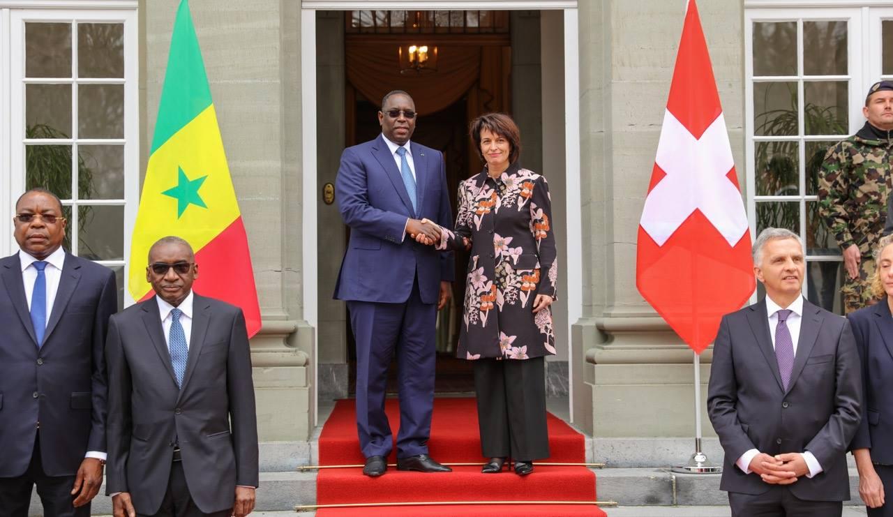 Macky SALL reçu par la Présidente de la Confédération suisse Doris Leuthard pour des honneurs militaires